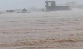 شاهد.. إعصار مكونو يضرب جزيرة سقطرى