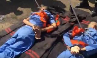 شاهد..تنفيذ حكم الإعدام في ميدان التحرير بصنعاء لمغتصبي الطفل مسعد مثنى صالح