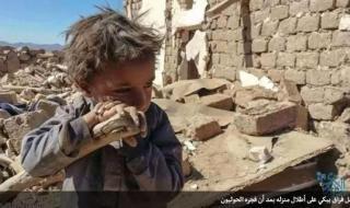 الحـوثيون يفجرون منزل طفل ويتاجرون بصورته في مقر #الأمم_المتحـدة