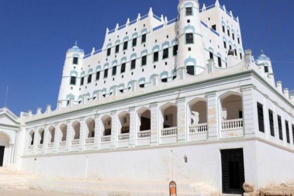"""الحرب في اليمن: قصر سيئون المبني من الطوب اللبن """"مهدد بالانهيار"""""""
