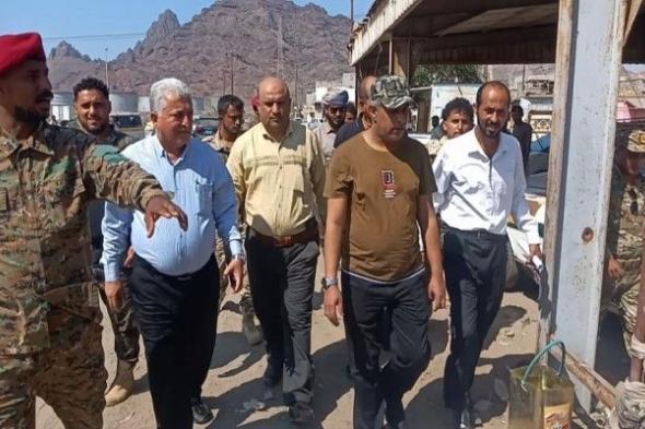 """وكيل عدن """" الجعيملاني """" ومدير البريقة يدشنان حملة لتنظيم محطات النقل وتحصيل الإيرادات ورفع السيارات المتهالكة بالمديرية"""