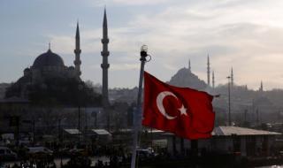 خسائر مزدوجة لشركات السياحة التركية