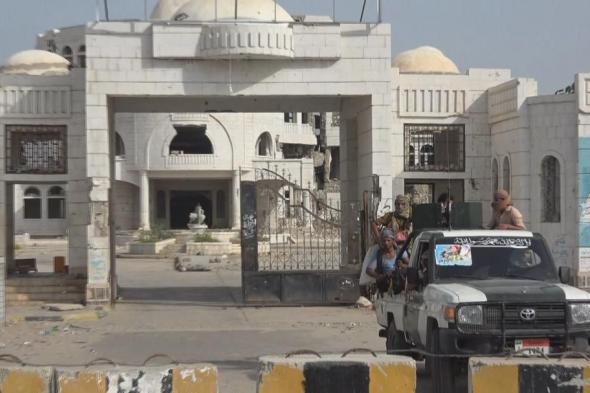 أمن عدن: اصابة 4 جنود و 10 مدنيين في عمليتين إرهابيتين استهدفتا طقمين للحزام الأمني بالعاصمة عدن