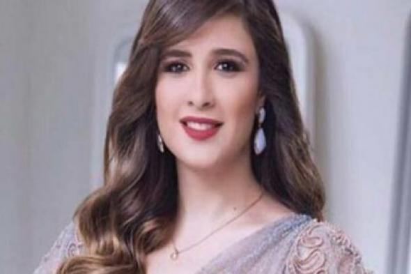 """شاهد.. الفنانة المصرية """"ياسمين عبد العزيز"""" متهمة بالتقليد"""