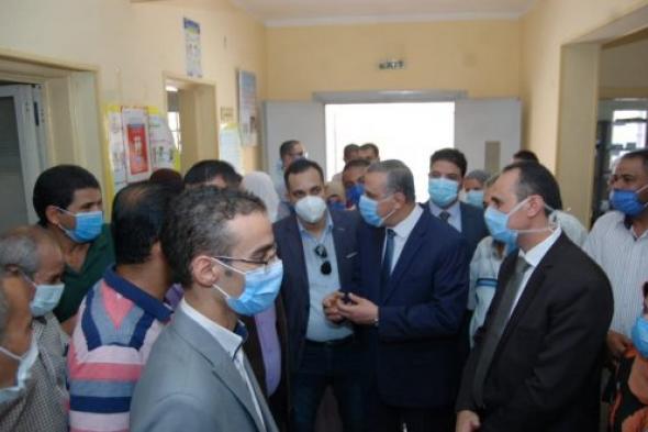"""شاهد.. محافظ مصري يشيد بجودة الخدمات الطبية التي تقدما """"طاقة نور"""" لمرضي العيون غير القادرين"""