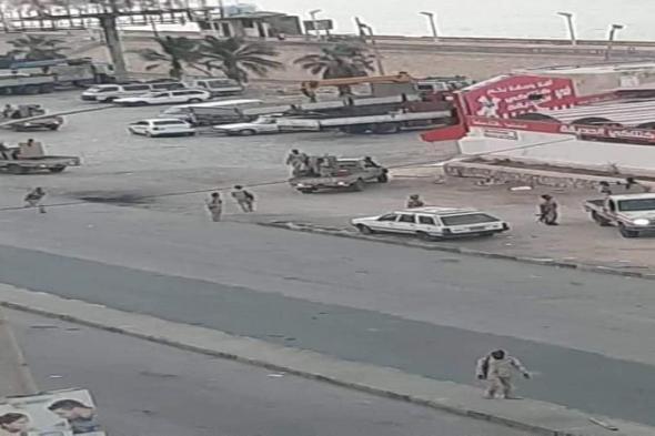 تواصل الإحتجاجات الشعبية الغاضبة في المكلا وموكب البحسني يشق طريق الاحتجاجات