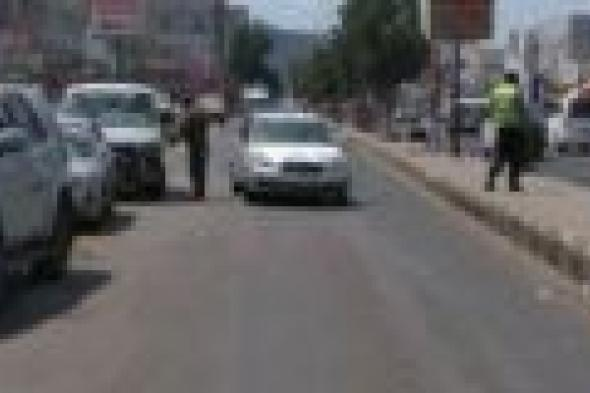 السلطة المحلية بمديرية البريقة عدن تدشن حملة لتنظيم حركة سير السيارات في الشوارع العامة بالمديرية