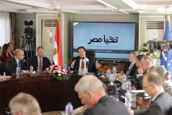 """شاهد.. النائب المصري """"أبو العينين"""" يلتقي 32 سفيرًا لبحث التعاون مع مصر.. ويؤكد: لدينا فرصًا عظيمة للاستثمار"""